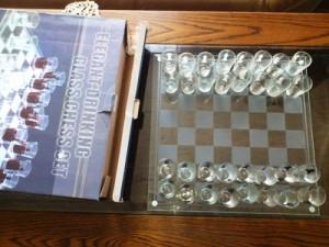 Sakk készlet sakkfigurás poharakkal.