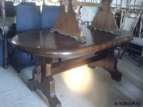 21117. Ovális rusztikus tölgyfa asztal.