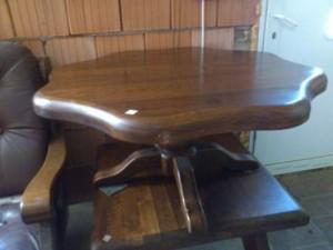 31031. Virágmintás dohányzó asztal.