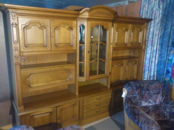40311. Tölgyfa nappali szekrénysor, ményen mart fa ajtókkal.