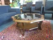40927. Virág formályu üveges dohányzó asztal.
