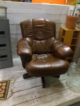 41111. Bőrforgós fotel.