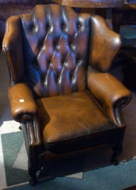 50145. Chesterfield bőr fotel.