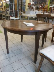 51055. Kerek fa asztal.