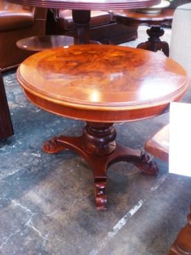 51124. Kerek barokk nappali asztal.