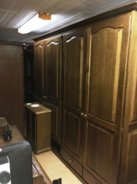 K180125. Nagy tölgyfa gardrób szekrény.