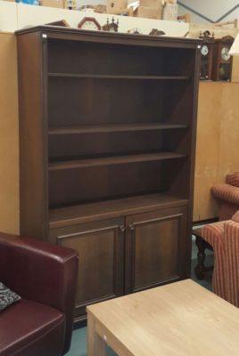 S80383. Sötét tölgy könyves szekrény.