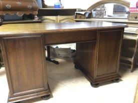 E800915.  Íróasztal