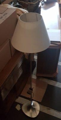 Álló lámpa.