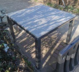 Kültéri kávézó asztal