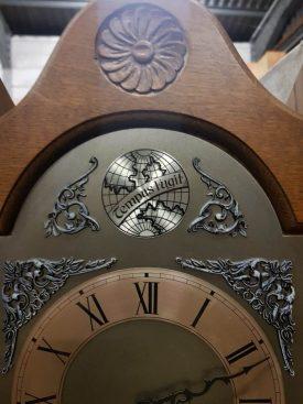 Kicsi álló óra.