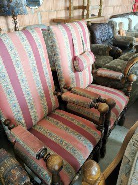 Két darab királyi trón szék.