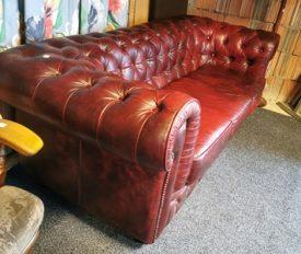 Chesterfield 3 személyes bőr kanapé.