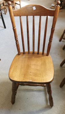 Olcsó fa szék.