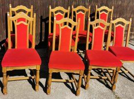 Piros huzatos fa székek.