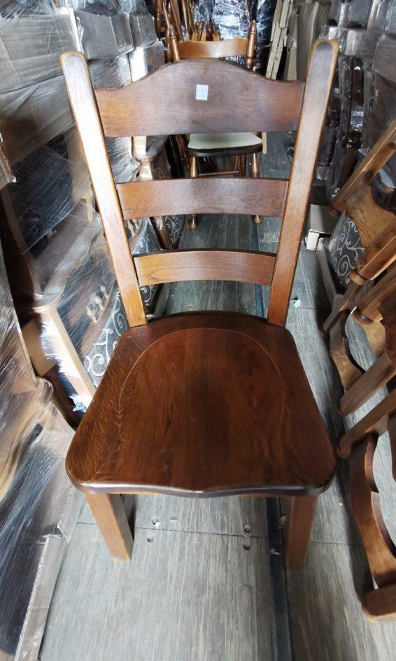 Rusztikus fa szék.